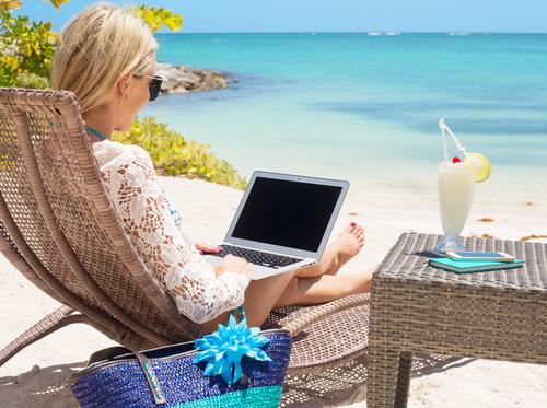 depositphotos_72471865_s-2015-woman-on-beach-laptop
